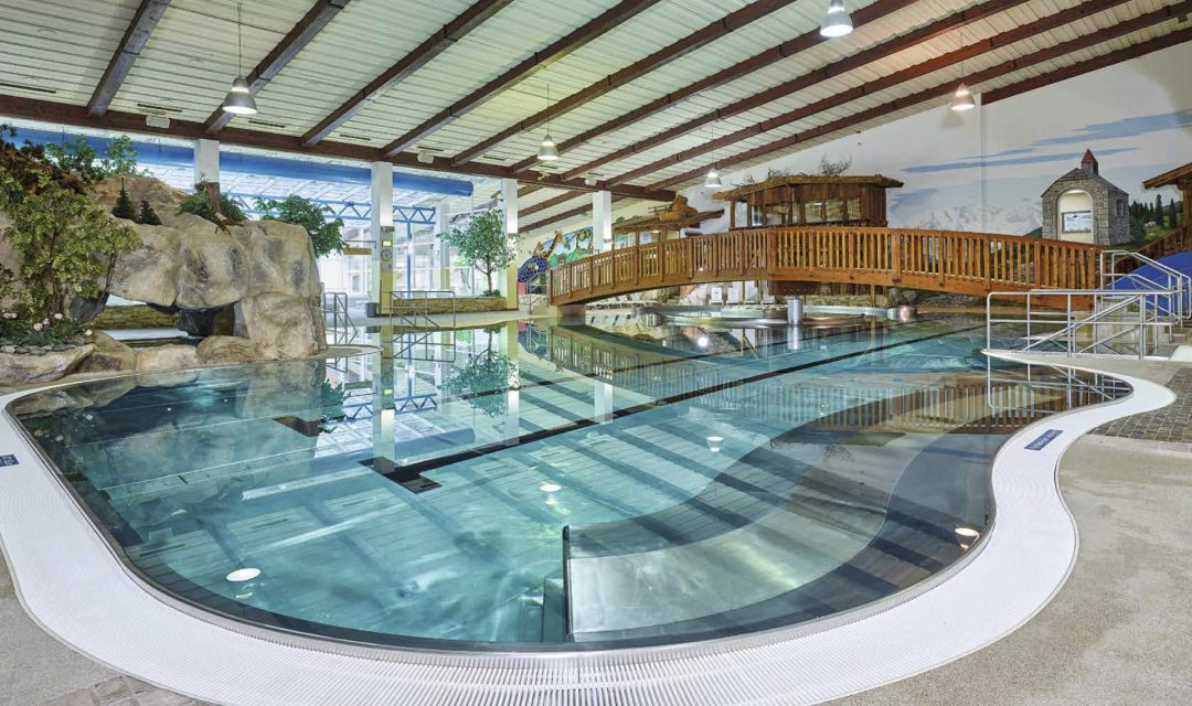 Therme Pool Sauna Hallenbad